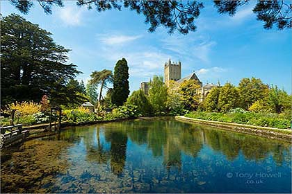 Wells-Cathedral-Bishops-Palace-AR510