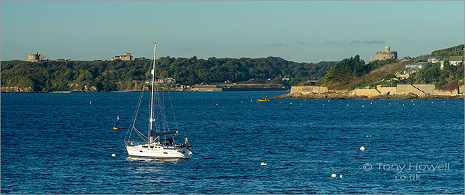 Boat-Pendennis-Castle-St-Mawes-Castle-Cornwall-AR674