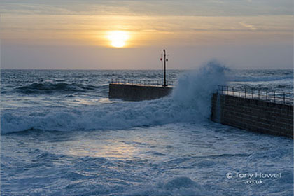 Porthleven-Wave-Splash-Jetty-Cornwall