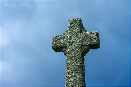 Celtic-Cross-St-Materianas-Church-Tintagel-Cornwall-AR820