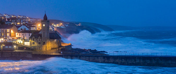Porthleven-Waves-Storm-Cornwall