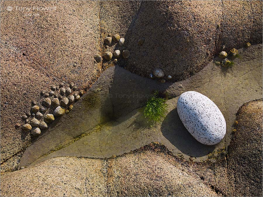 White Pebble, Porth Nanven